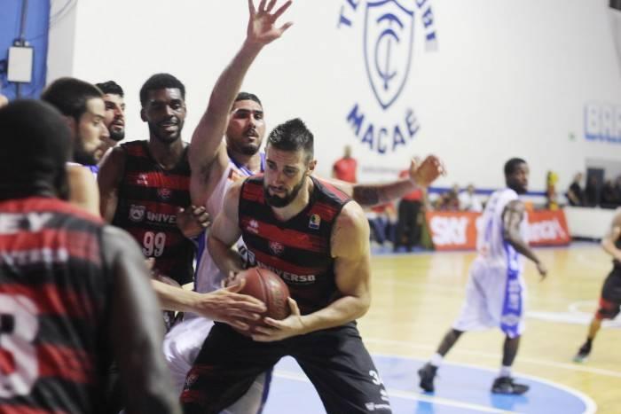 macae-basquete-x-vitoria-10-1-700x467